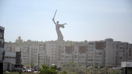 В Волгограде проверили работающих на рынке мигрантов