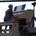 Бах на пляже: в Юрмале под органную музыку встретили рассвет (ВИДЕО)