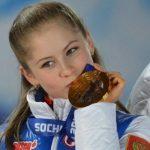 Олимпийская чемпионка Липницкая впервые показала фото с новорожденной дочерью