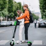 Велокурьер обозвал электросамокаты главной опасностью на дорогах