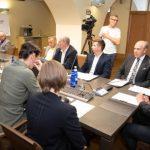 Депутаты требуют от Хельме объяснений о скандальном контракте