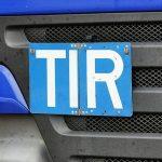Для чего нужна надпись TIR на грузовиках