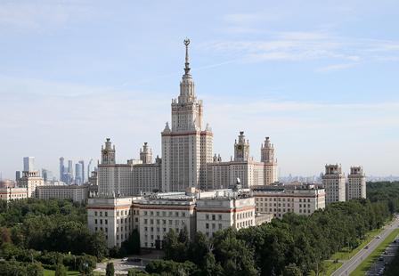 Президент призвал расширять возможности для обучения в России детей соотечественников
