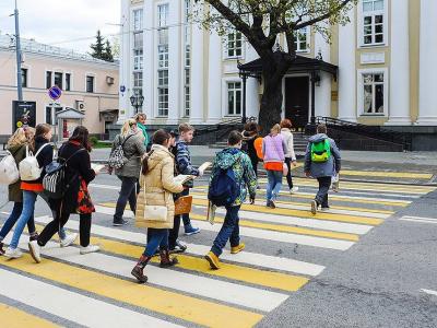 Почему на пешеходных переходах в Москве решили убрать желтые полосы