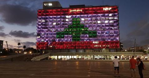 Мэрию Тель-Авива окрасили в цвета флага Ливана. На время забыли о конфликте