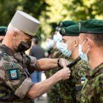 Французский генерал наградил эстонских солдат за службу в Мали