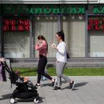 Дефицит бюджета России за месяц вырос на 85%