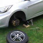 Почему подкрылки автомобиля необходимо регулярно снимать