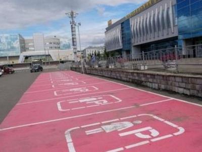 В России появилась первая уличная парковка по половому признаку, но ГИБДД — против