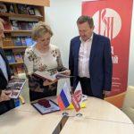 Фонд «Русский мир» подарил книги Донецкому национальному университету