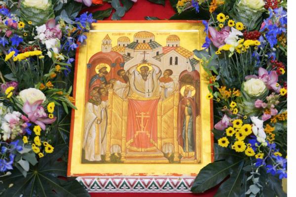 Православные верующие празднуют Воздвижение Честного и Животворящего Креста Господня