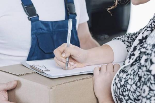 Вмешался Covid-19: за все почтовые посылки из третьих стран в Латвию придется платить НДС