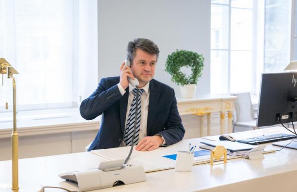 Рейнсалу в беседе с генсеком НАТО осудил власти Беларуси