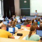 В вузах Литвы с понедельника приступили к учебе и первокурсники
