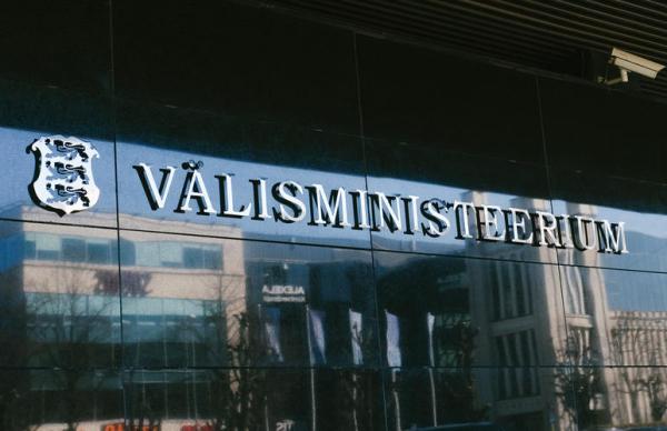 Рейнсалу: МИД рекомендует отказаться от поездок за границу