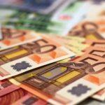 Учителя в Эстонии добиваются повышения зарплаты до 1428 евро
