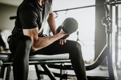 Как накачать руки в спортивном зале? Сет из 5 упражнений от фитнес-тренера, видео