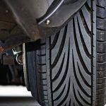 Опасно ли ездить с направленными шинами, установленными не той стороной