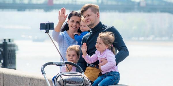 Более 3200 заявлений на получение гражданства РФ для детей приняли за год в московских центрах «Мои документы»