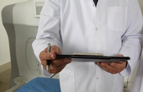 Медианная зарплата врачей составила 3036 евро