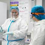С начала пандемии COVID-19 заразились более 700 медработников в Литве
