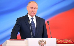 Владимир Путин поздравил Хабиба Нурмагомедова с победой