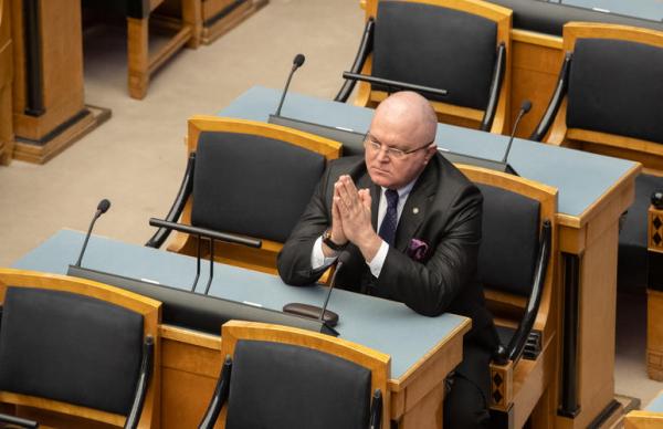 Оскорбивший журналистов Урмас Рейтельманн покидает совет ERR