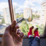 Сейм Литвы запретил курение на балконах многоквартирных домов