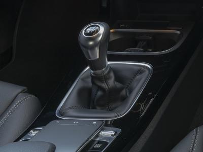 Mercedes-Benz сэкономил на механических коробках передач