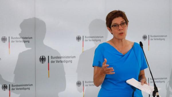 Министр обороны Германии заявила о взрывоопасной ситуации в США