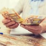 Из-за праздника латвийцев ждут изменения при получении пенсий и пособий