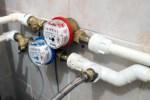 """СМИ: в """"Ригас Уденс"""" годами знали об ошибках в системе подсчета воды"""