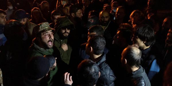 Протестующие разгромили офис фонда Сороса в центре Еревана