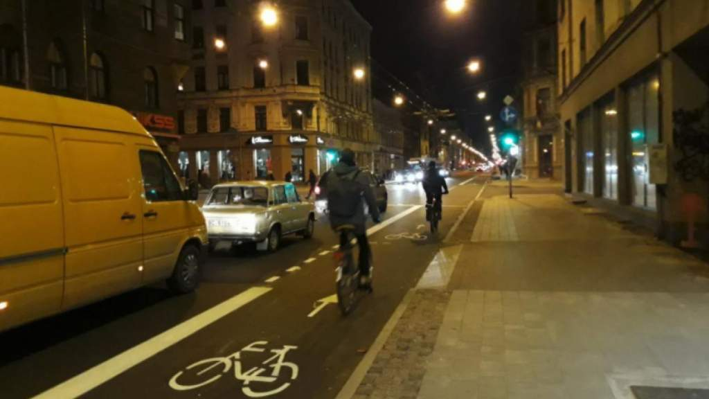 Эксперт: эксперимент с велополосами на улице Чака – чистый популизм