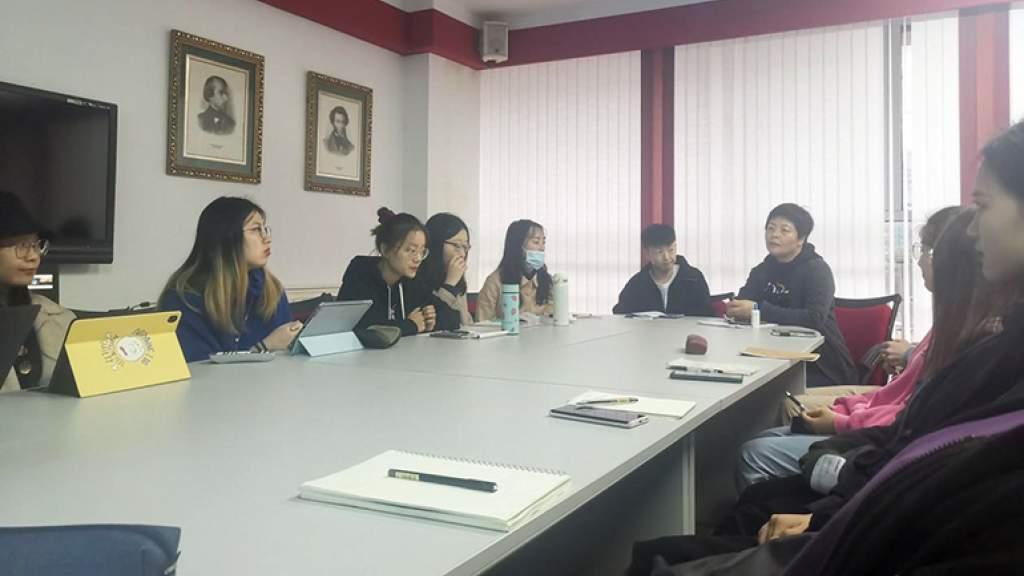 Лучшие китайские студенты поделились в Русском центре опытом учёбы и поиска работы