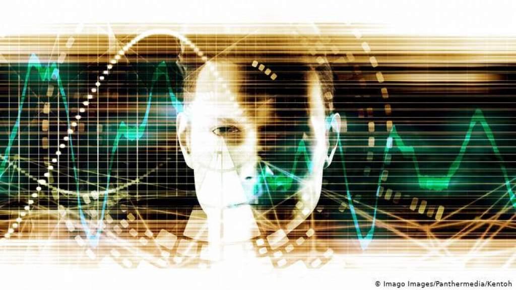 От сбора данных - к электронному контролю за населением