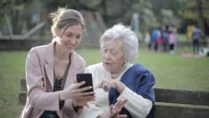 Пожилое русскоязычное население научат кибербезопасности по телефону и в библиотеках