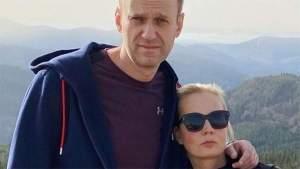 Запад планирует заменить Навального женой