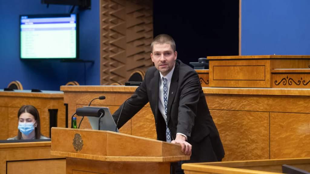 Депутат сделал предложение руки и сердца с трибуны Рийгикогу