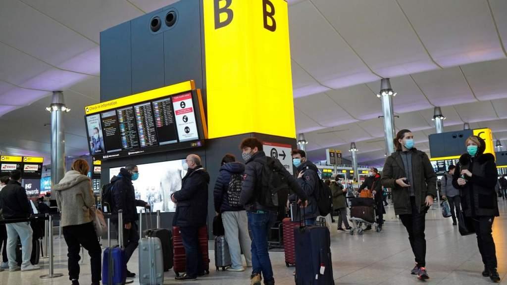 Десятки латвийцев «застряли» в Великобритании и не знают, как вернуться домой