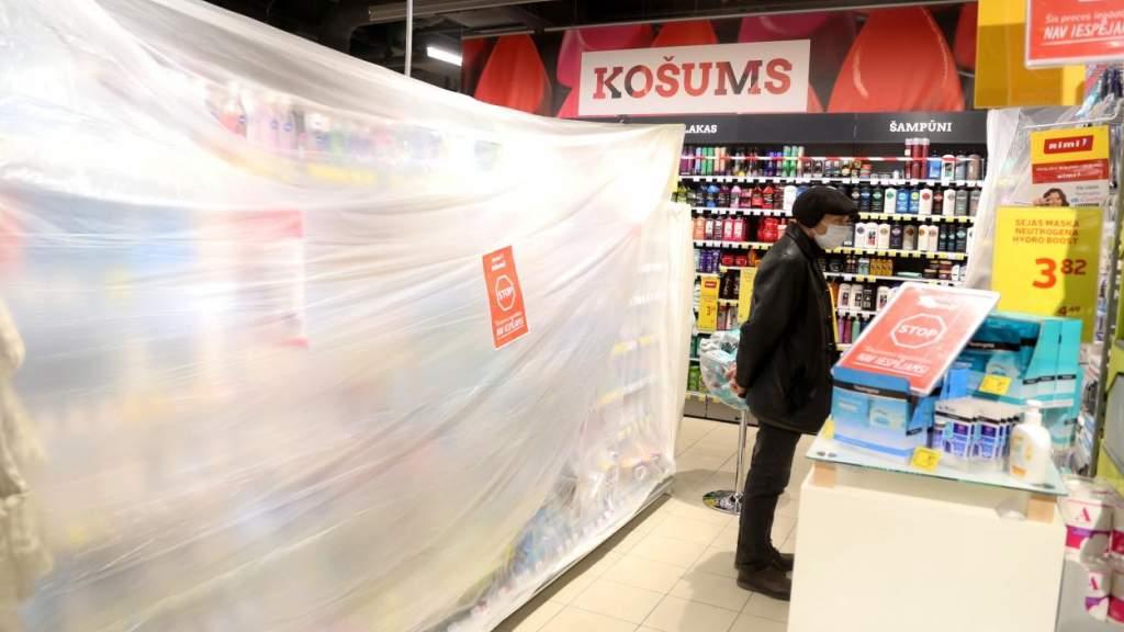 «Латвия потеряла больше миллиона евро»: торговцы об ограничениях в магазинах