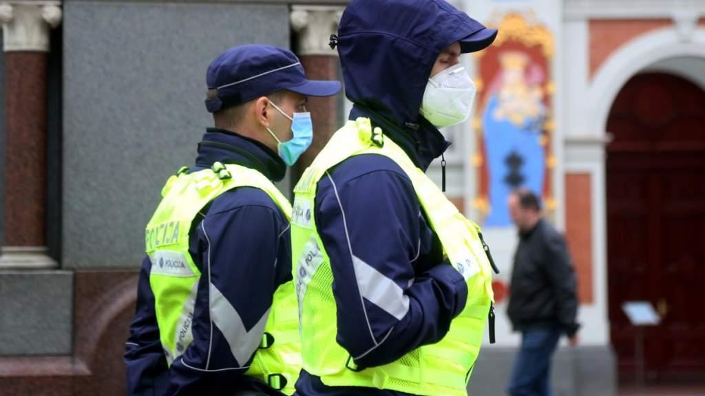 Нарушителей ЧС к ответу! Полиция Латвии переходит на сверхурочную работу
