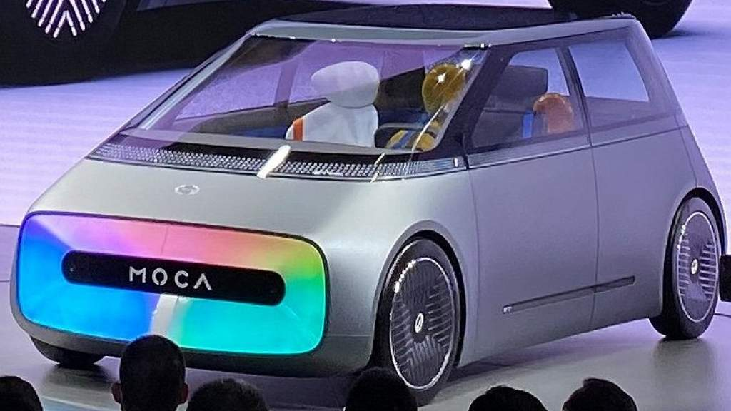 Новая модель GAC получила огромный «телевизор» вместо переднего бампера