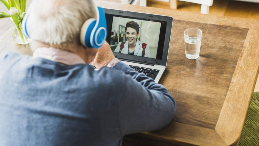 Пандемия мотивирует пенсионеров изучать компьютер