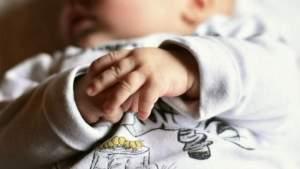 «Платить бабушкам за внуков»: экс-премьер о том, как повысить рождаемость