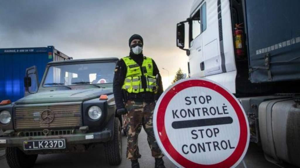 С ужесточением карантина в Литве: со среды закрываются магазины, ограничивается передвижение
