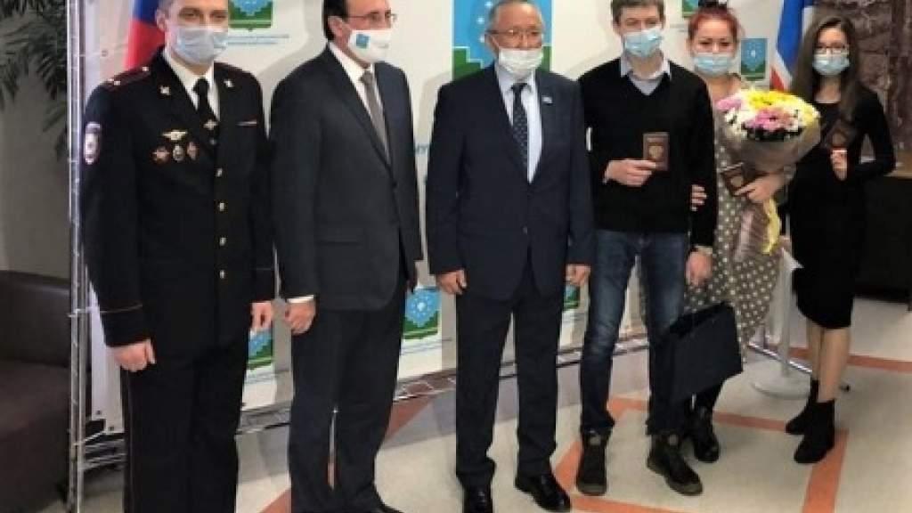 Соотечественник, ставший 50-тысячным переселенцем на Дальний Восток, получил гражданство России