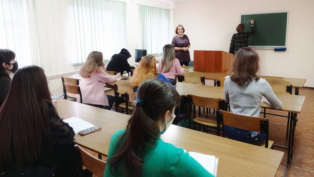 В Донбассе продолжают обсуждать коммуникативные позиции русского языка в регионе