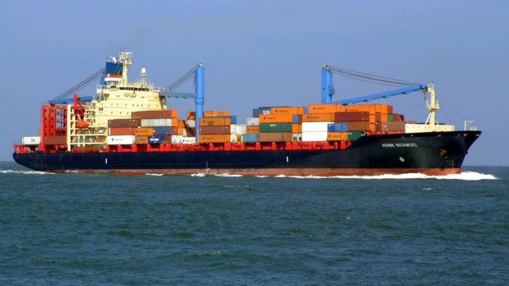 Второй месяц подряд экспорт превышает импорт