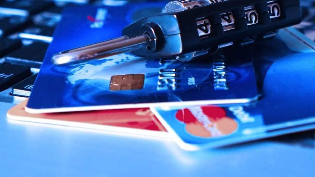 Женщина доверилась мошенникам и лишилась более 90 тысяч евро